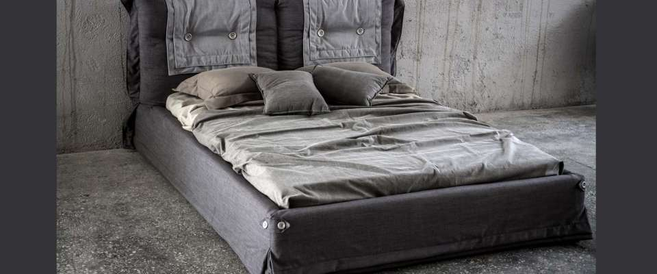 Κρεβάτι ντυμένο μοντέρνο