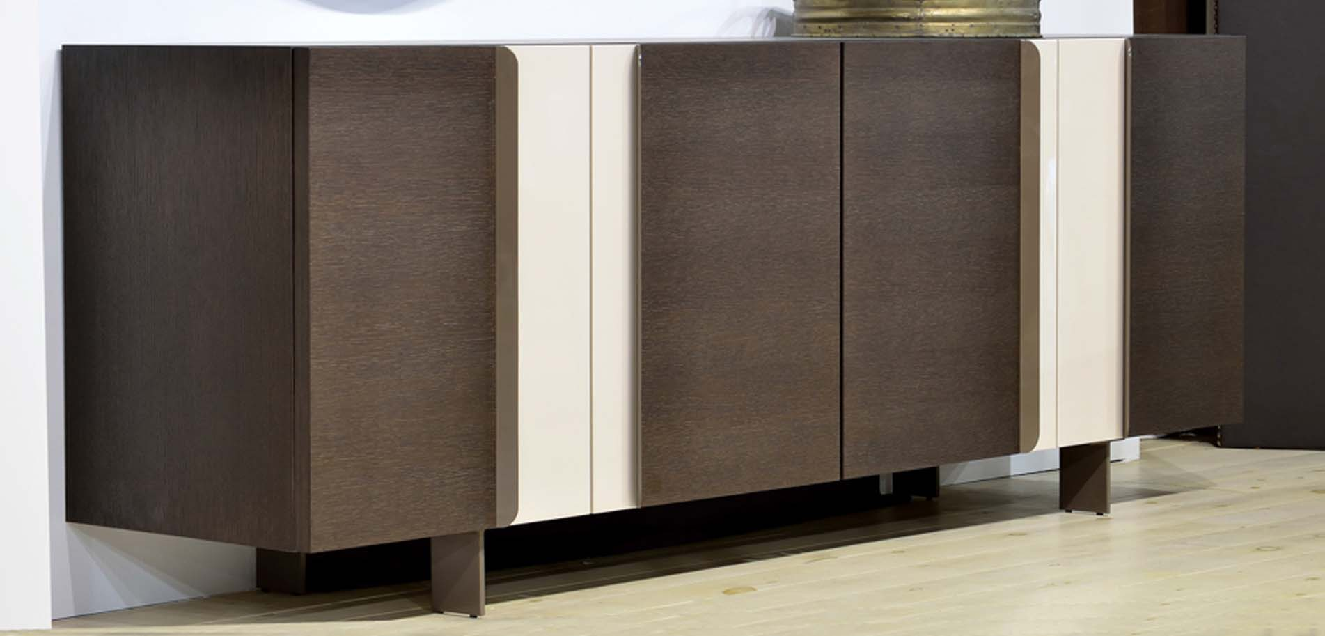 Sideboard With Laquered Details Έ ό