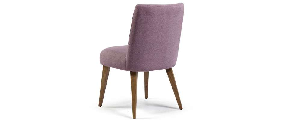 Dining chair with wooden legs