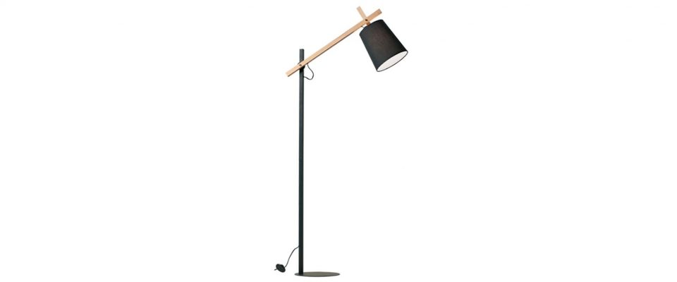Floor lamp with wooden detail