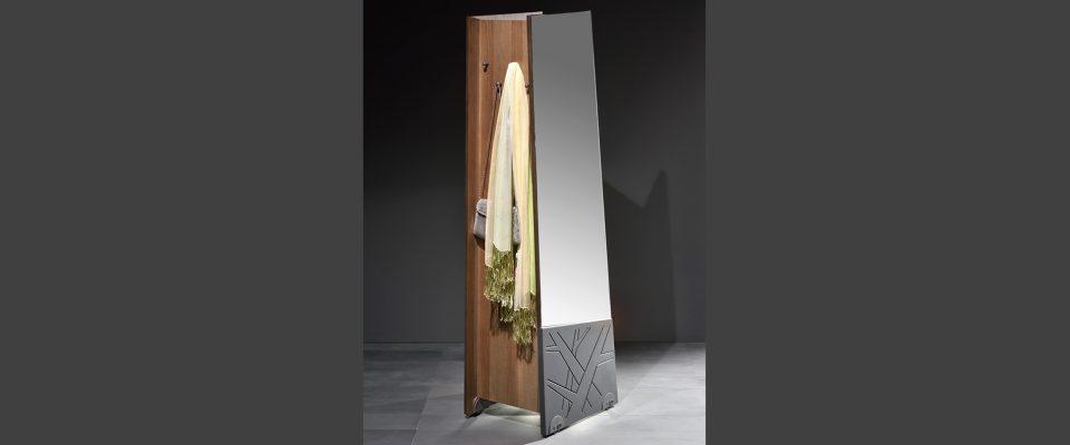 Τροχήλατη ντουλάπα